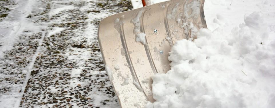 Wann der Vermieter keine Schneeräumpflicht über Grundstücksgrenze hinaus hat