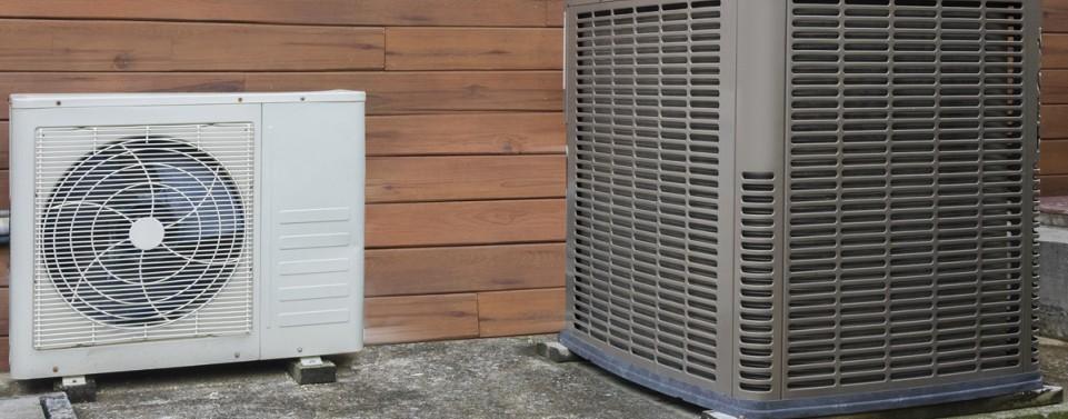 Luftwärmepumpe auf Nachbargrundstück muss nicht entfernt werden