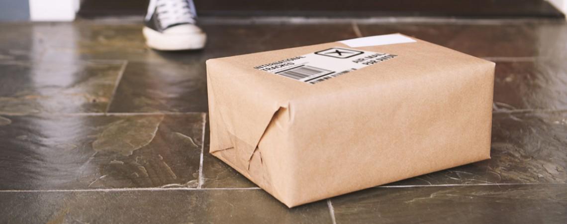 Haftet der Paketbote, wenn er ein Paket ungesichert ablegt?