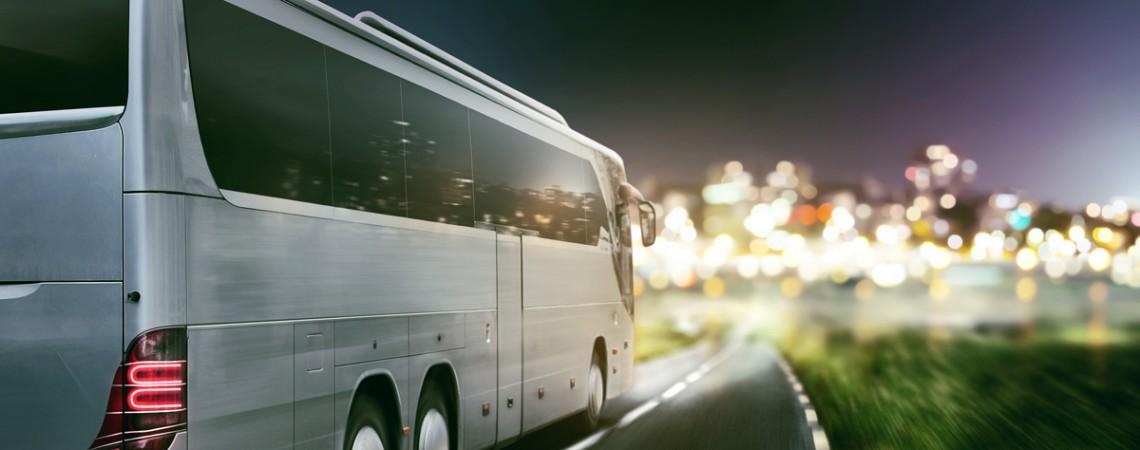 Fehlender Hinweis auf nächtliche Fernbusfahrt ist ein Reisemangel, der zur Kündigung berechtigt